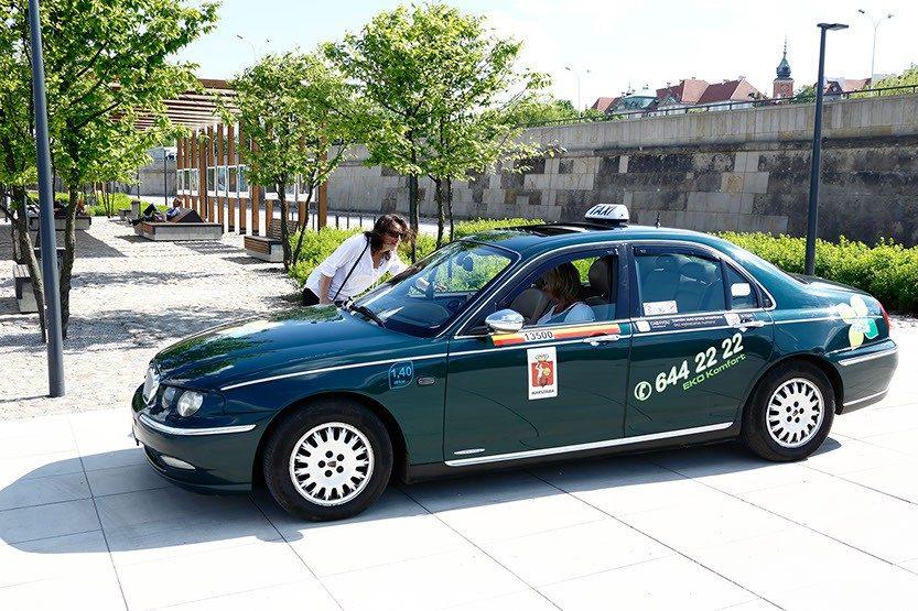 Taksówki w Eko Taxi oferują wiele usług dodatkowych