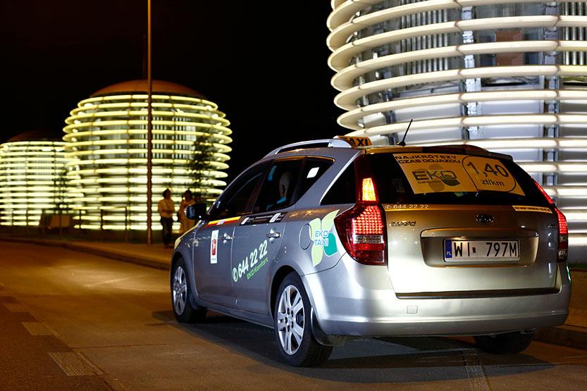 Taxi w Warszawie nocą